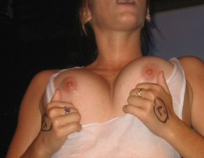 content/030311_wet_tshirt_contest_with_some_hot_college_girls/4.jpg