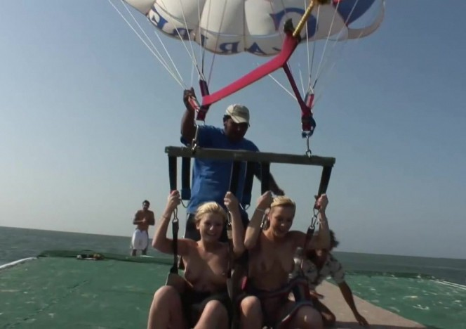 content/051113_naked_parasailing_on_spring_break/0.jpg