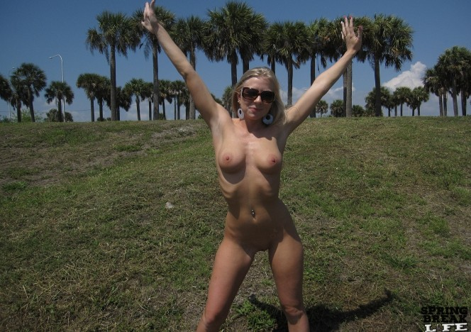 content/053012_hot_blonde_gets_totally_naked_in_public/0.jpg